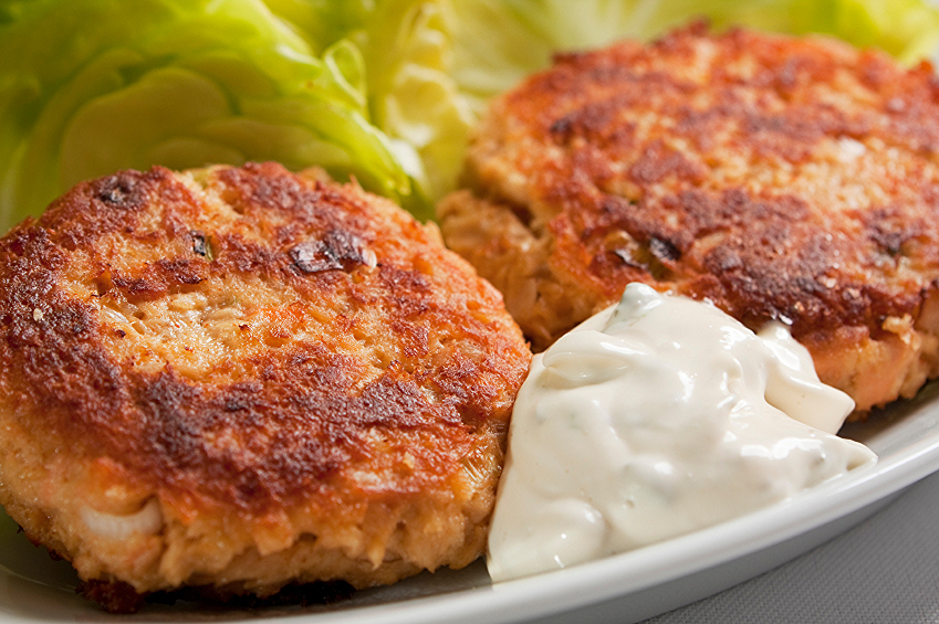 Grilled Salmon Patties with Creamy Horseradish Sauce