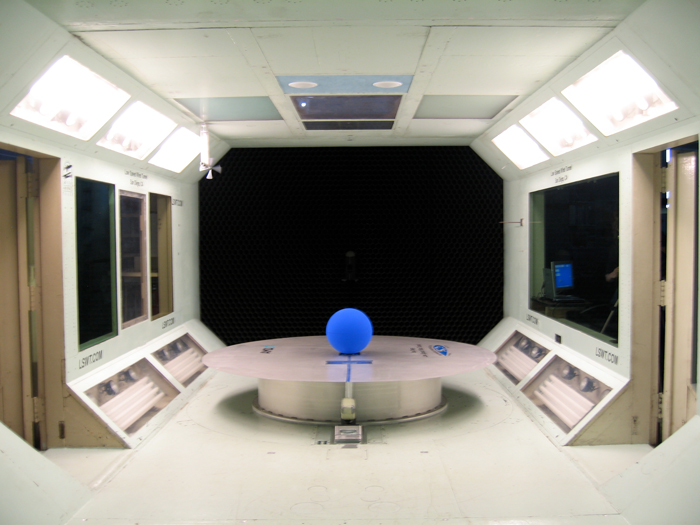Wind tunnel testing for Stellar Axix: Antarctica, 2006 (photo credit: Sophie Pegrum)