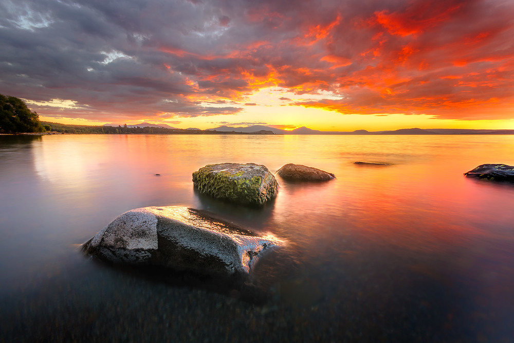 Sunset over Lake Taupo - 10mm | 3 exposures @ 5, 1.3 and 0.3 sec | f16 | ISO100