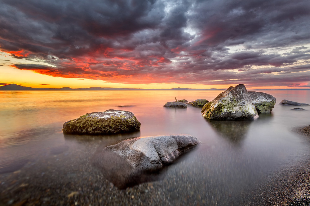 Sunset over Lake Taupo #2 -   10mm | 3 exposures @ 10, 2.5 and 0.6 sec | f16 | ISO100