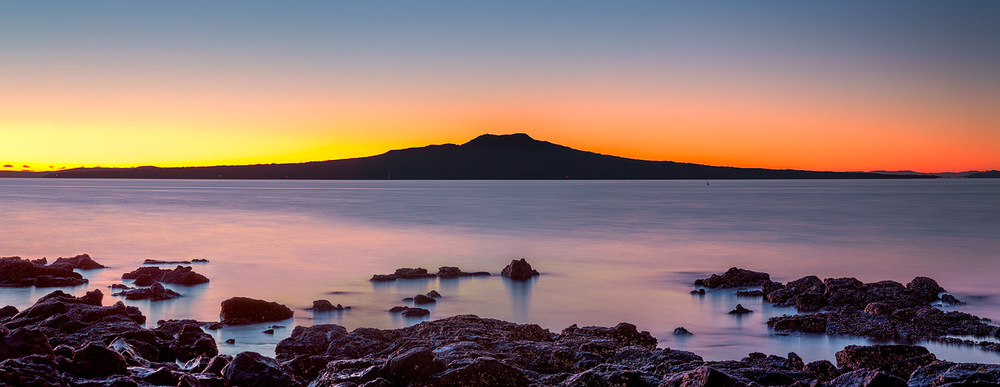 Rangitoto Island at dawn panorama | 6 shot pano @ 92mm | f8.0 | 10 sec & 30 sec | ISO100