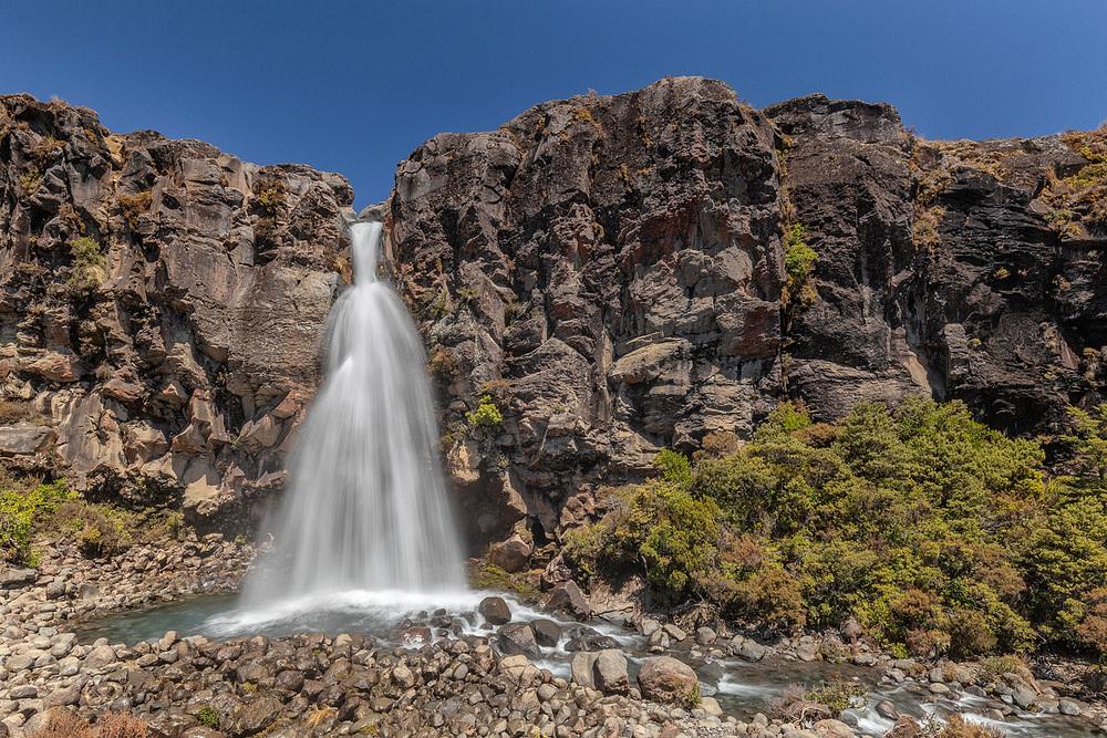 Taranaki Falls | 22mm | 2 exposures @ 0.3 & 1/6th sec | f16 | ISO100