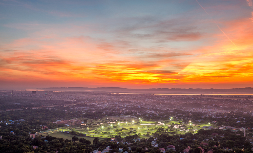 Sunset from Mandalay Hill | 32mm | 2x exposures @ 0.3 & 0.6 sec | f8.0 | ISO100