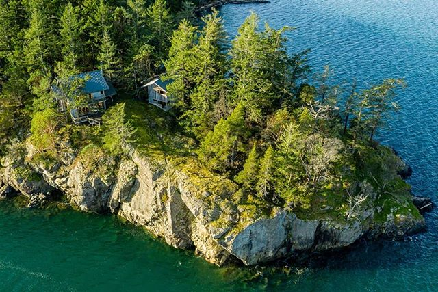 Have you ever wondered what it would be like to live in the San Juan Islands? This stunning compound located on Shaw Island was just listed by RSIR broker, @sandyjusten206, for $1,195,000! Click the link in our bio to view more!