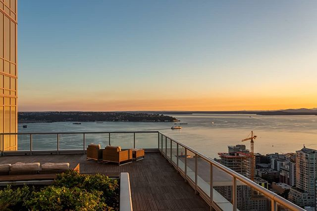 31 floors above the city in one of Seattle's most coveted buildings. 🏙This light-filled condo was just listed by RSIR broker, @gwobalinternational for $1,130,000!  Click the link in our bio to view more!