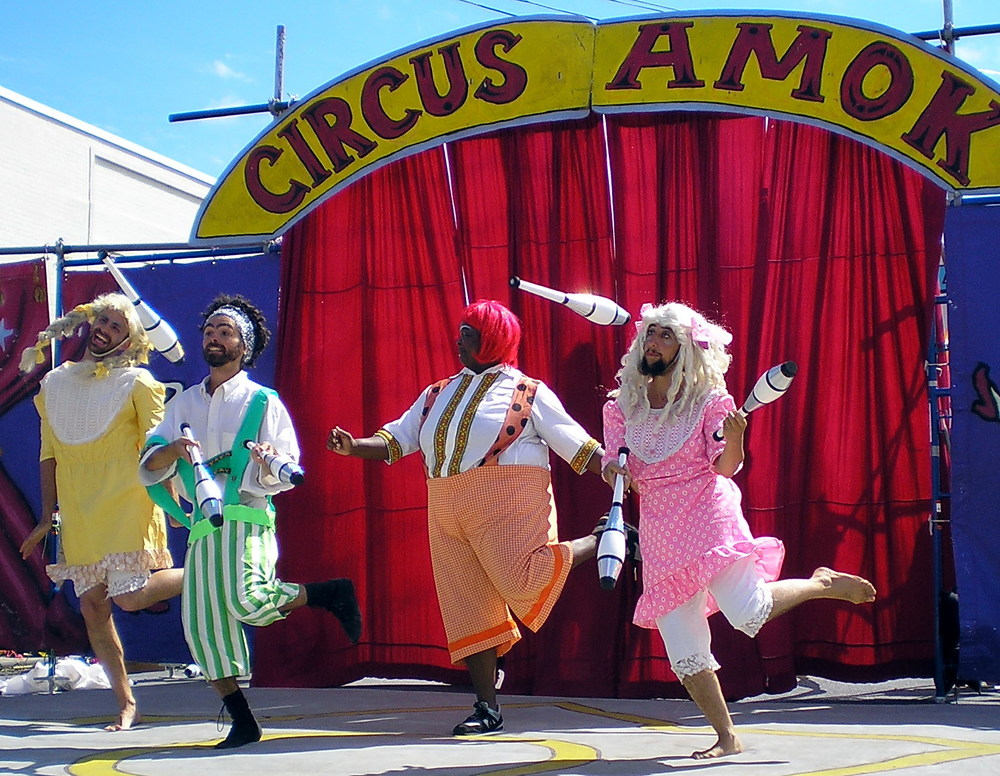 Jugglers_Circus_Amok_by_David_Shankbone.jpg