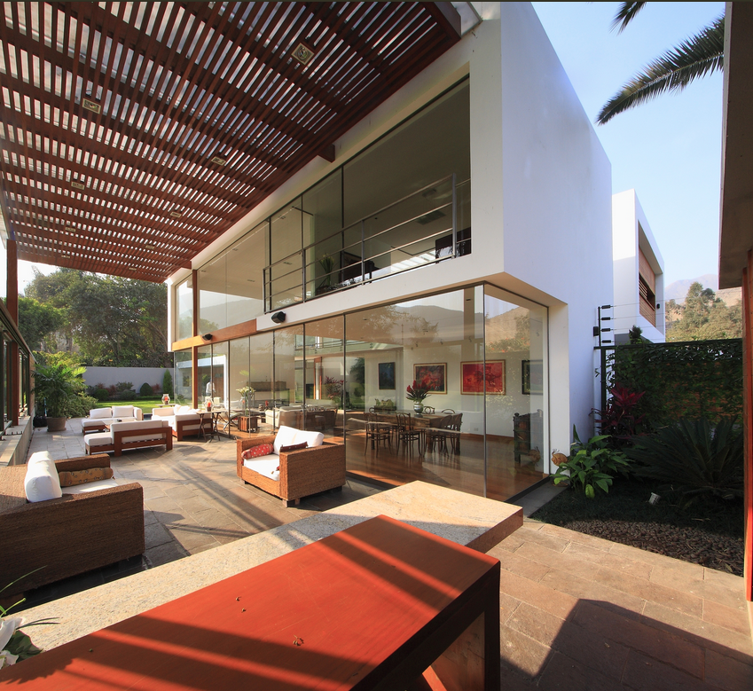 Open space allows for frictionless movement and ample amounts of natural light to penetrate into the house.