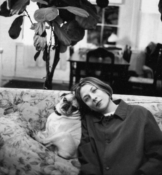 Donna Tartt with her dog, Pongo.  Photo by Jill Krementz.