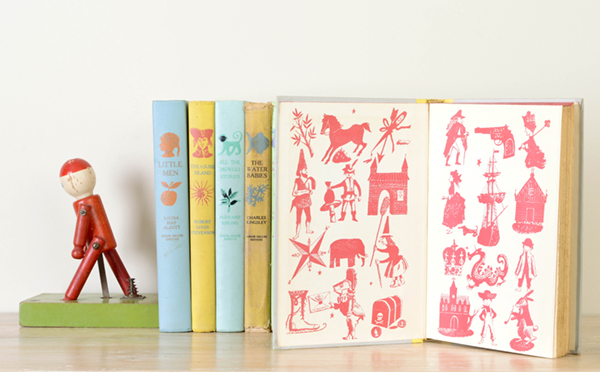 This set of Junior Deluxe books are read-aloud classics. The collection includes vintage wooden toys as bookends. Click    here    for more information.