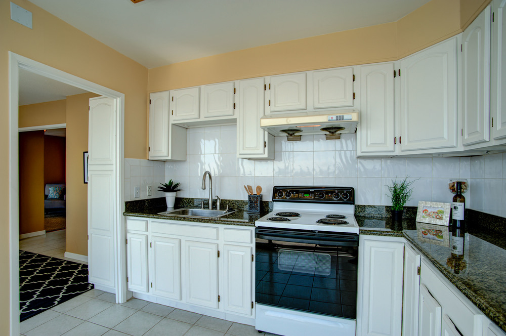 1555_lakeside_drive_unit_93_MLS_HID978716_ROOMkitchen.jpg