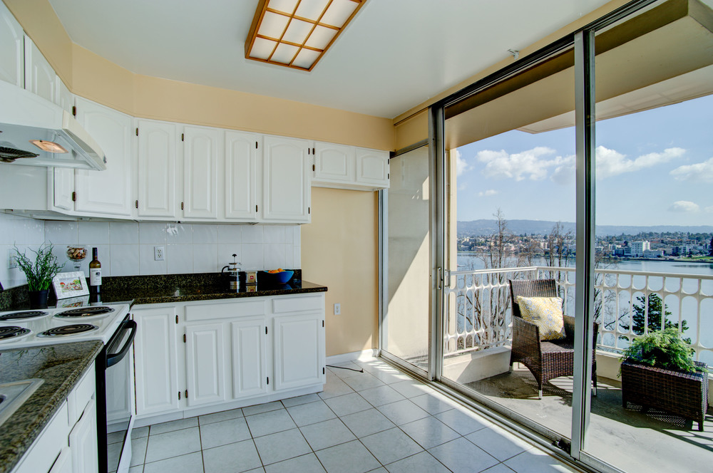 1555_lakeside_drive_unit_93_MLS_HID978716_ROOMkitchen2.jpg