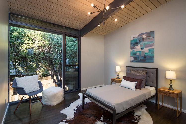 Modern Oakland Hill's Bedroom