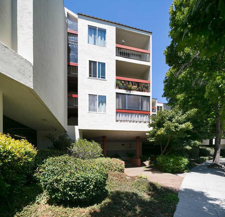 Building. 288 Whitmore #329 Oakland CA 94611