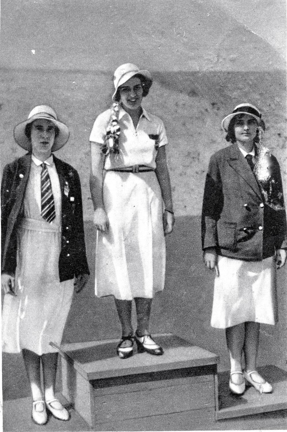 1932 Olympics Medalists Fencing Foil    1. Ellen Preis - Osterreich    2. Heather Seymour Guiness - England    3.Erna Bogen - Ungarn