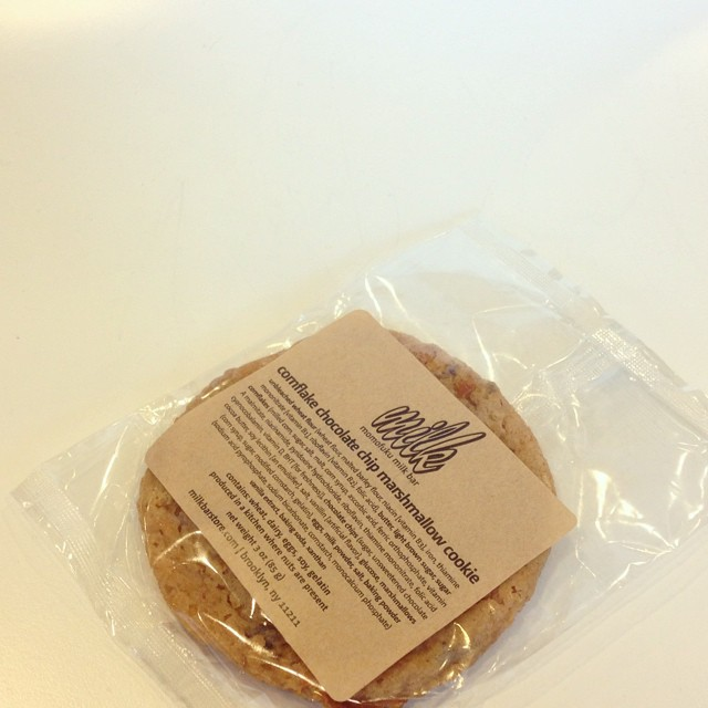 The good folks @momomilkbar must have used some kind of sorcery to pack this much goodness into a single baked good.