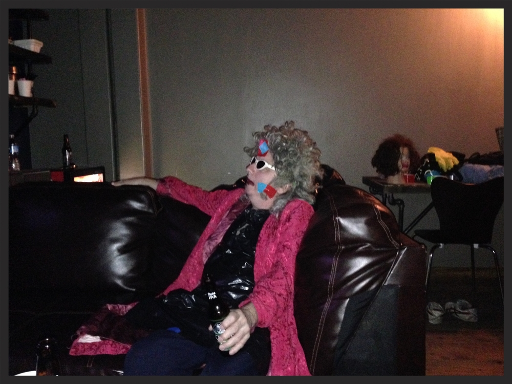 Gary knows how to relax before showtime, with or without Linda...