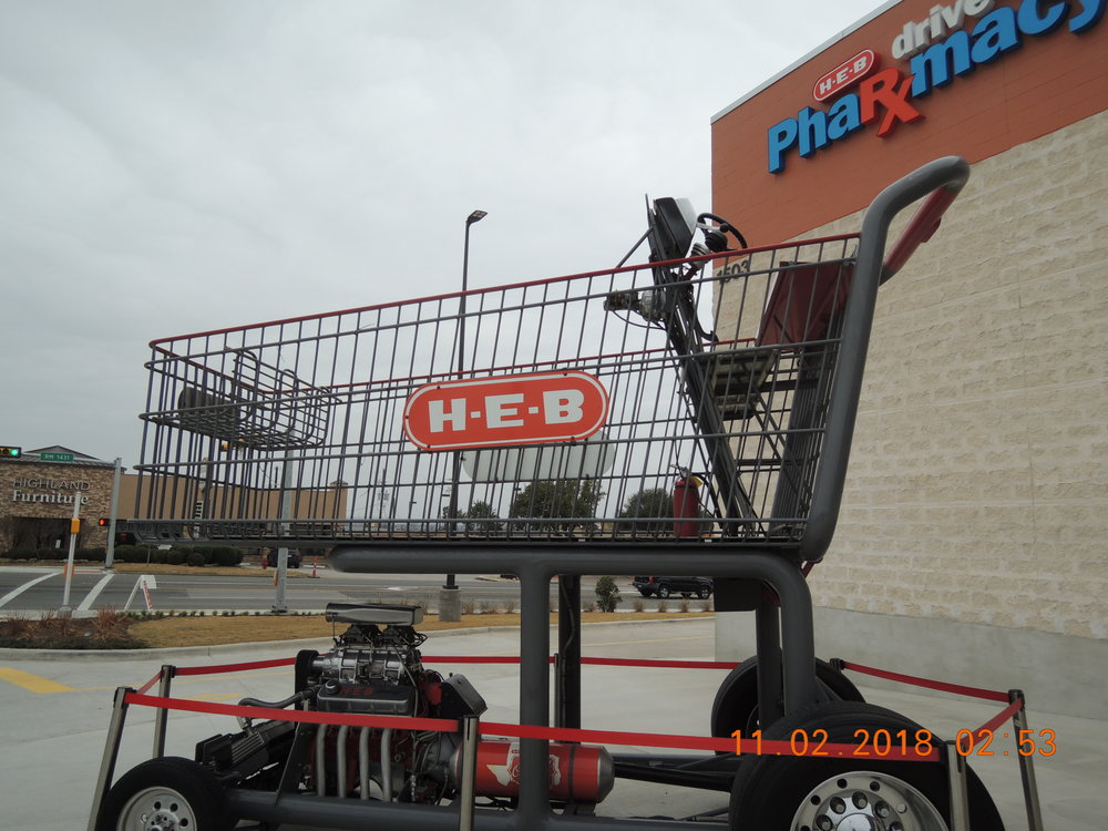 You can't tell it from this picture, but this shopping cart is twenty feet tall. Things are CRAZY at the new HEB.