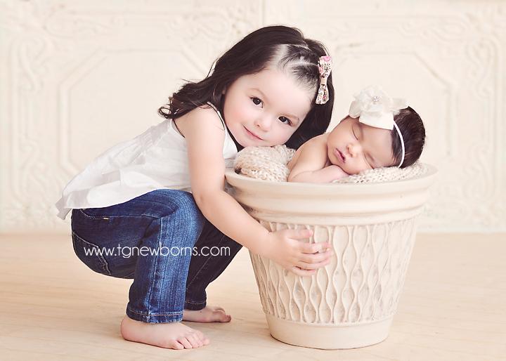 Siblings tulsa newborn photographer www tgnewborns com