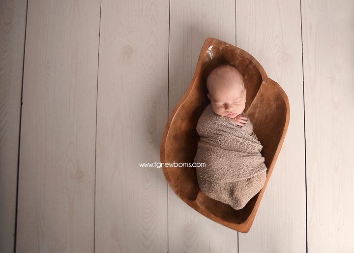 newborn wrap pose