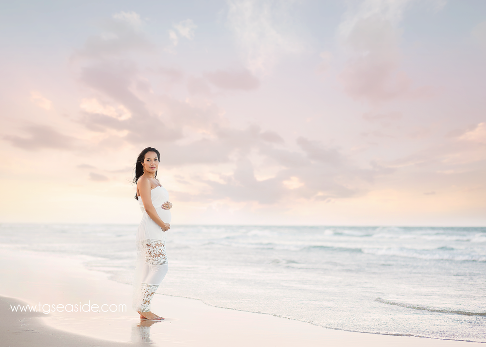 beach maternity photographer