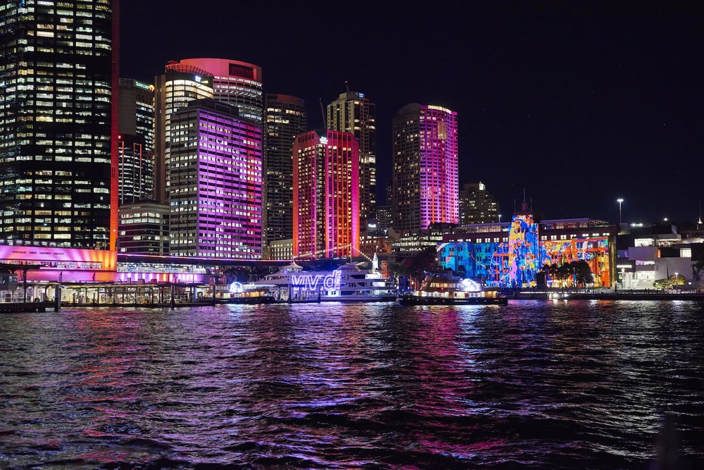 VividSydney2016_Dress_Circle_CircularQuay_CREDITDestinationNSW_TR05824.jpg