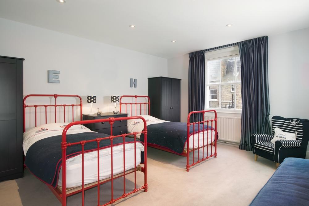 01 Bedroom_2538.JPG