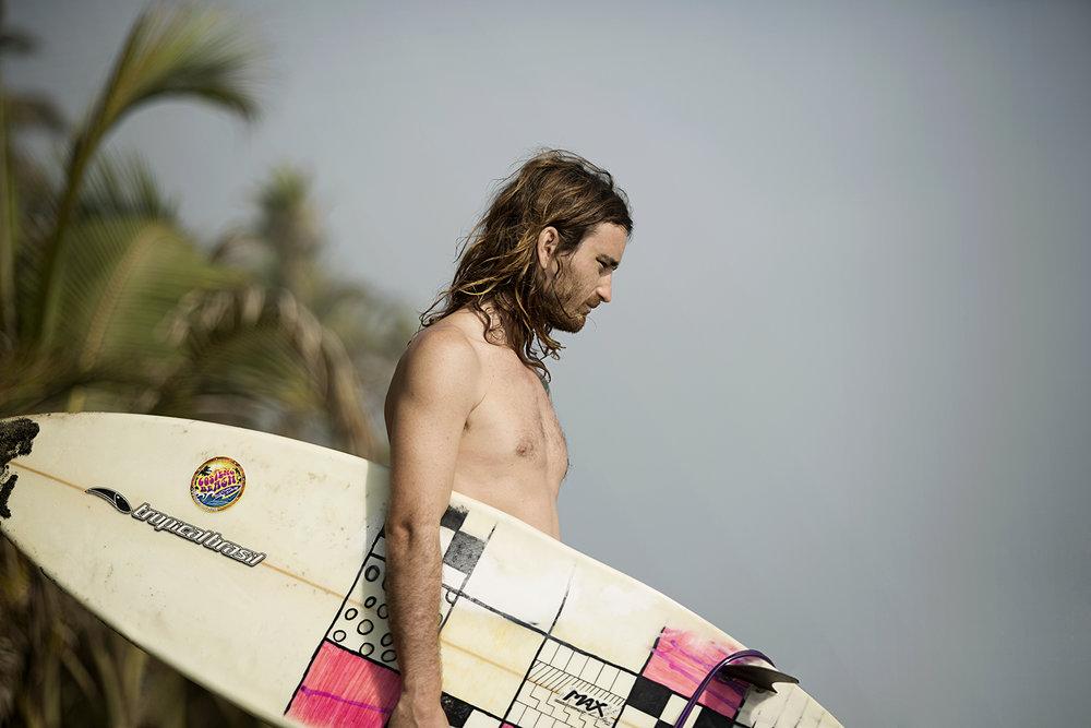 jorge_oviedo_lifestyle_bomba estereo01_surf_deportes_extremos_colombia.jpg