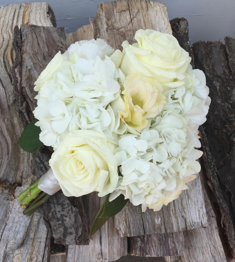 Roses, lisianthus and hydrangea