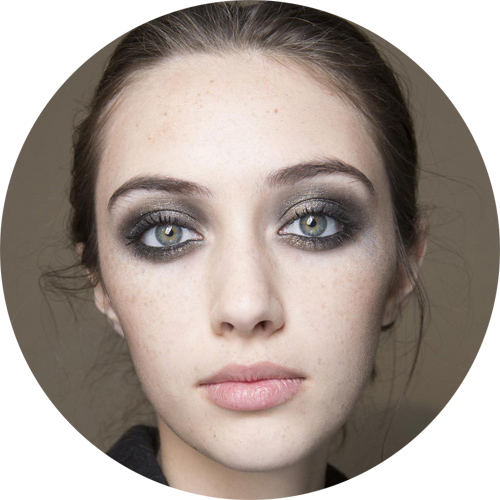 Elie Saab  - the glittery smoky eye;  lo smoky eye nero con tanto di glitter