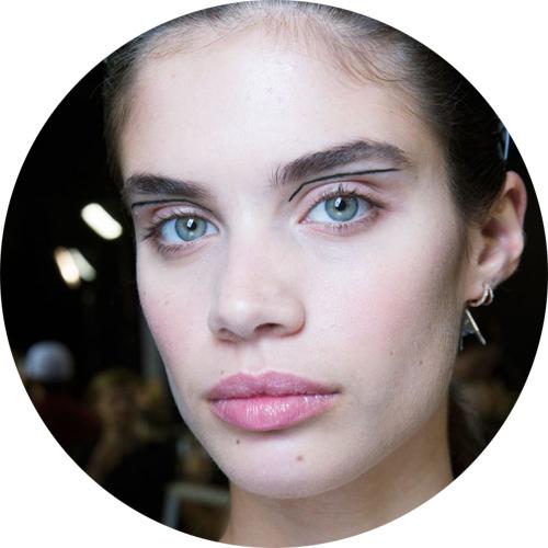 thierry mugler- autumn-winter-2017-makeup-trends.jpg