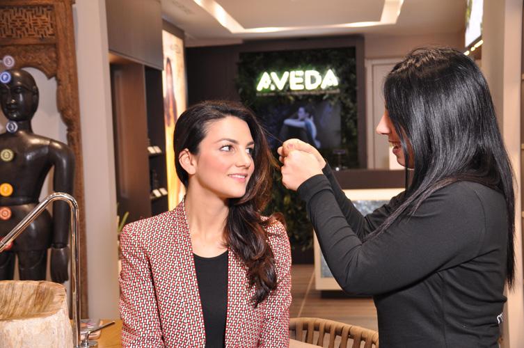 Nell'Aveda Store di Via Fiori Chiari 12 a Milano testano la salute dei capelli partendo dall'elasticità...