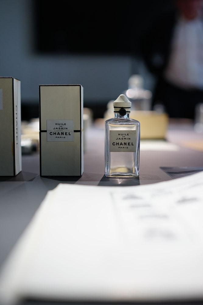 Chanel-Laboratoires-Patrimoine-Chanel-Vintage-Skincare-Huile-de-Jasmine.jpg