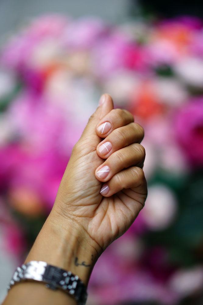 minimal-nail-art-white-stipe.jpg