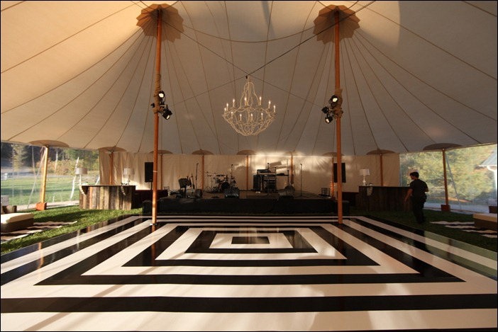 How spectacular is this dancefloor!? {Via}