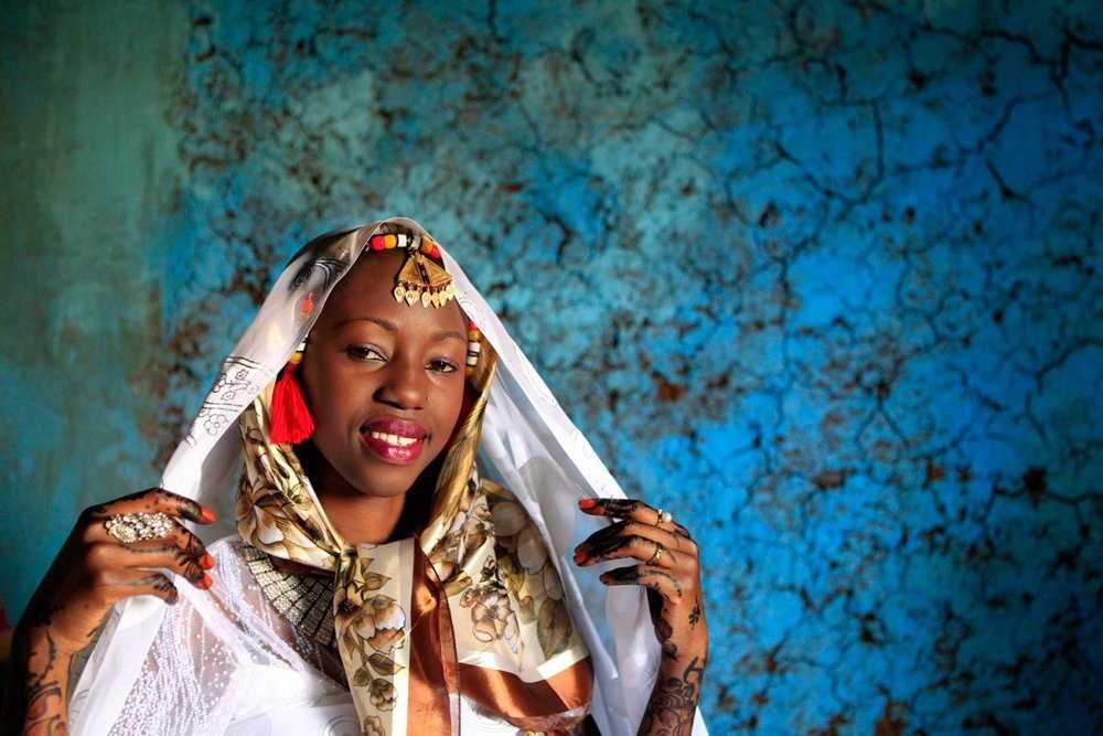 In Nubia, the wedding dresses are very traditional to their customs and culture. The bride will wear three veils: a colored one on the top of her head, next a sheer one over her face, and lastly a heavy white sheet that fully covers her head.