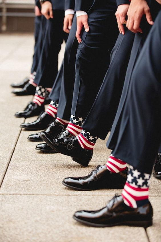 Add a secret detail to the groomsmen with these American flag socks! There won't be any cold feet in sight!