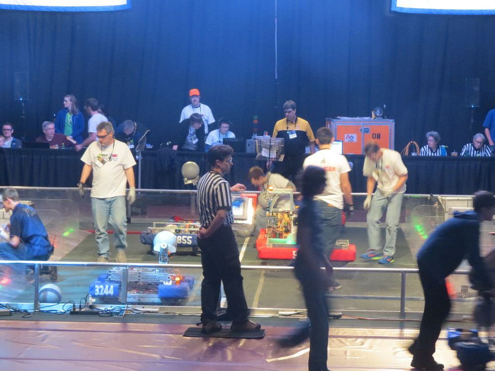 FTAs and Field Reset Crew Preparing for the Next Quarterfinal Match