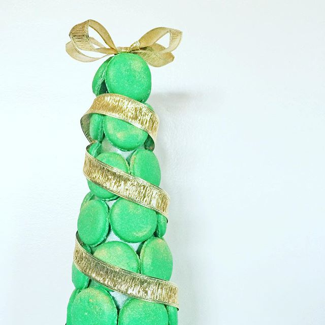 A very #MerryChristmas to you and your #family, #love @theloveconfection 😊 🎄#macarons #almonds #glutenfree #pistachio #christmastree #holidays2015 #grateful #seasonofgiving