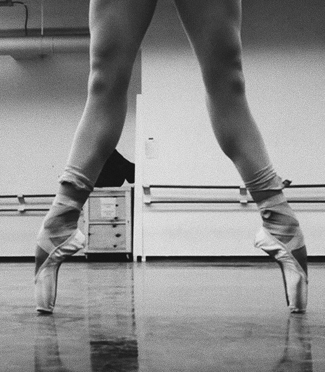 Putting these legs to bed 😴  #backtowork #pointeshoes #ballet #americanballettheater #freedoflondon