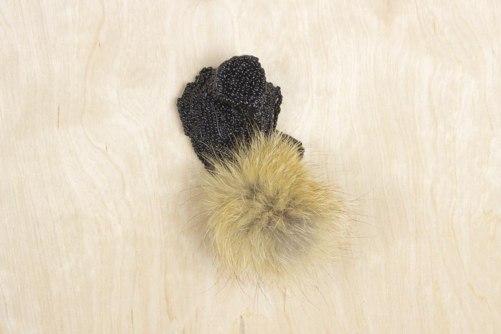 pfoufe (brooch #7)