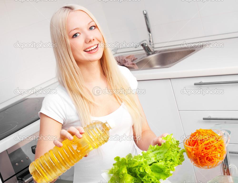 depositphotos_6754970-Woman-eating-salad.jpg
