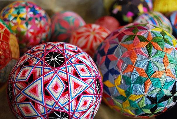 amazing-embroidered-temari-balls-japan-5.jpg