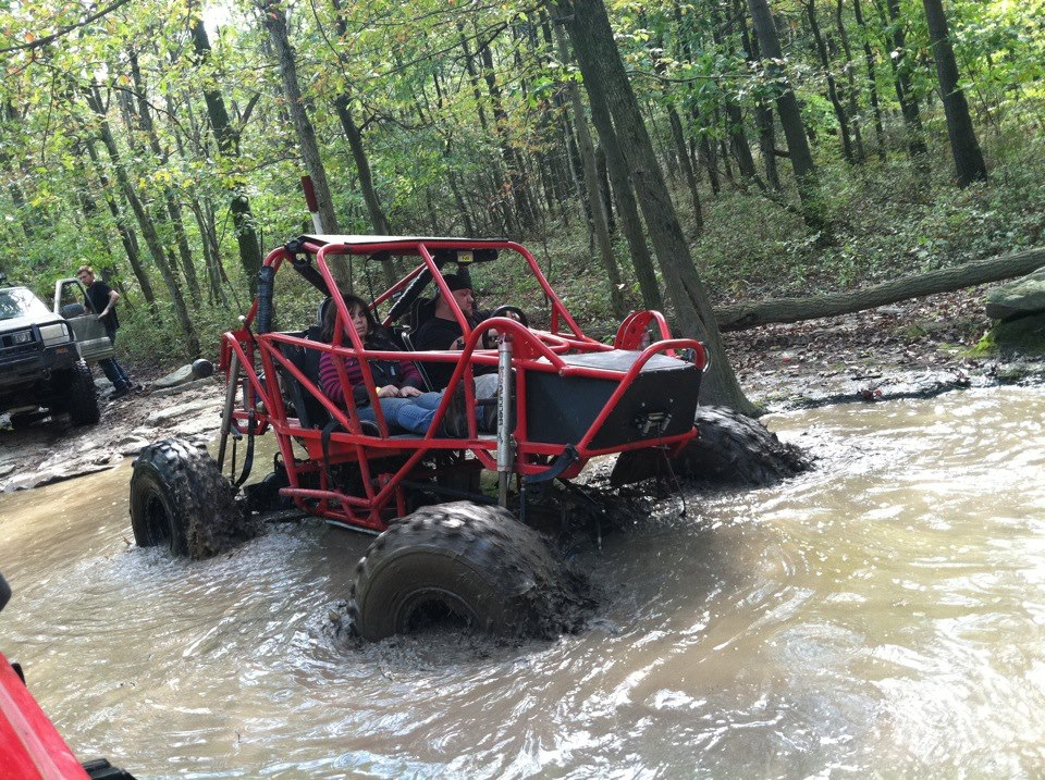 HOnda CR-V Rock Crawler going through the Frog Pond