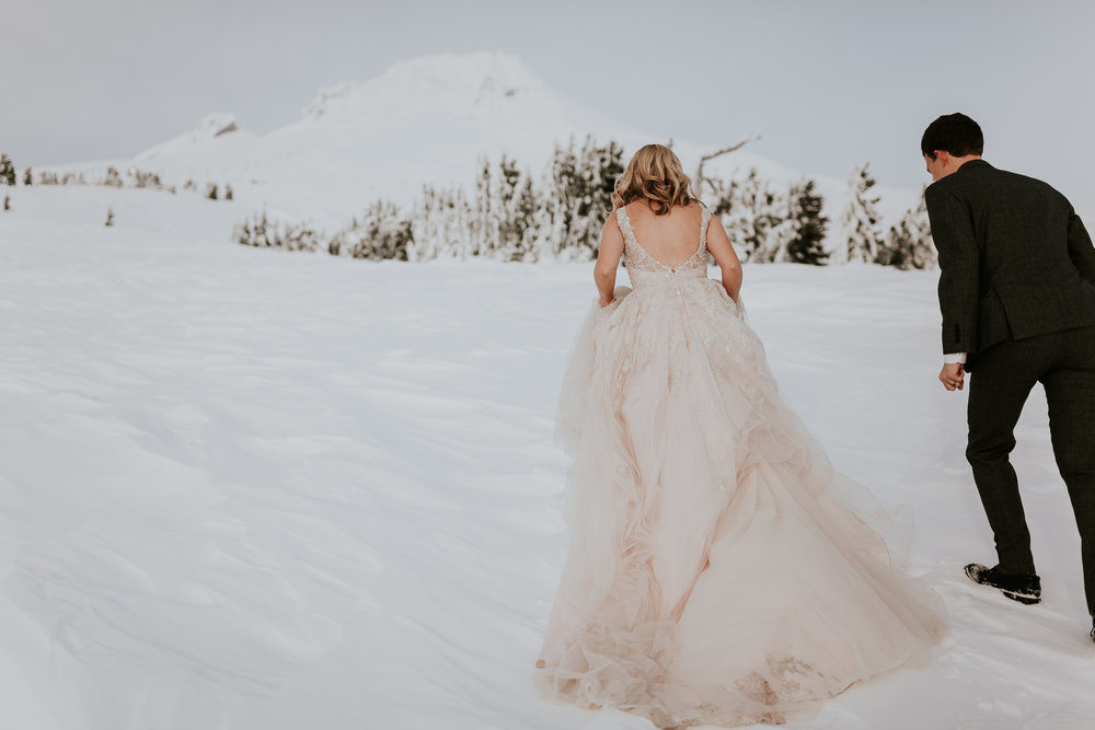 wedding chicks - timberline lodge / evan + hailey
