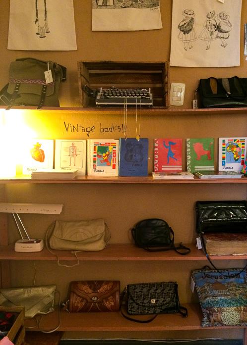 20140206_Peru_020_bookshelf.jpg