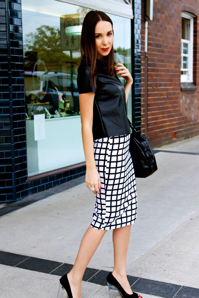 minimalist-wardrobe.jpg