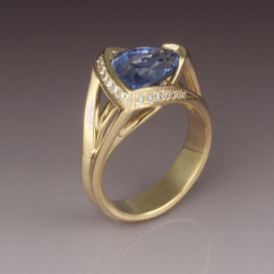 18karat yellow gold, blue sapphire and diamond ring