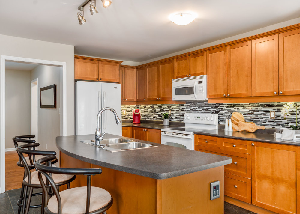 47 Garnish Green - Open Concept Kitchen