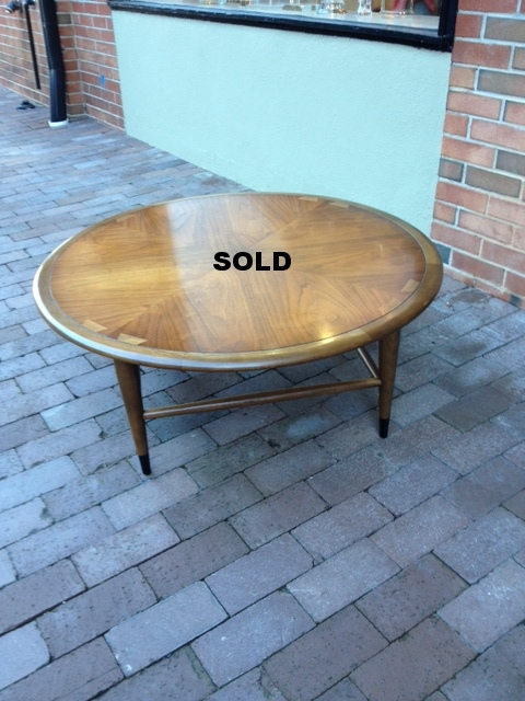 Sought after round Lane Acclaim coffee table.  Great finish!