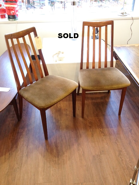 Eight dining chairs in teak with original seats. 1960, England.